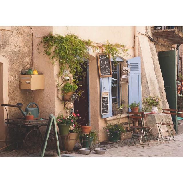 Um Café pra chamar de seu... Na Provence ?☕️ #viajandoadois